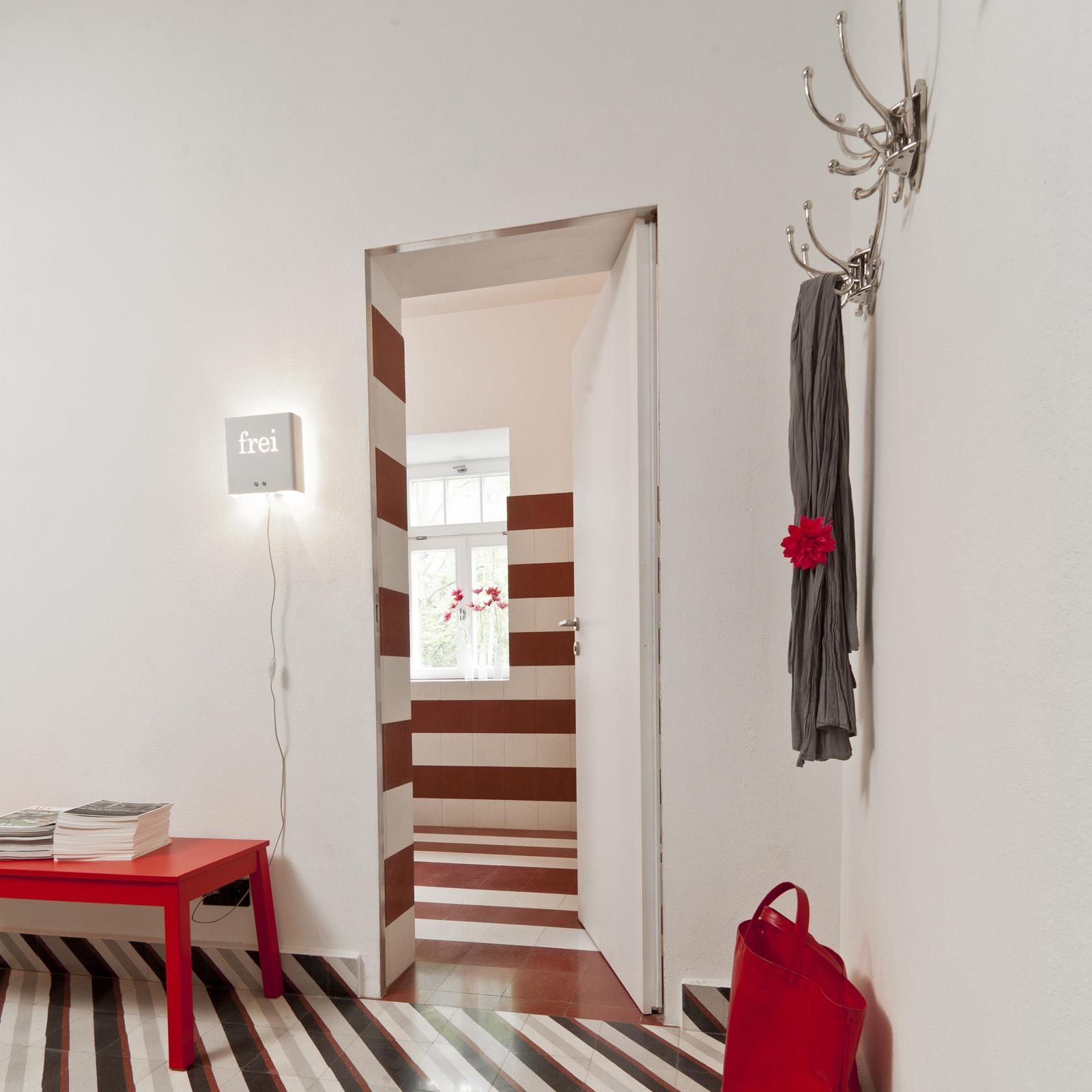 kreidefarbe-Wolkenweiß-112-Garderobe-zementfliesen-terrazzofliesen-viaplatten | Kreidefarbe Wolkenweiß 2500 ml