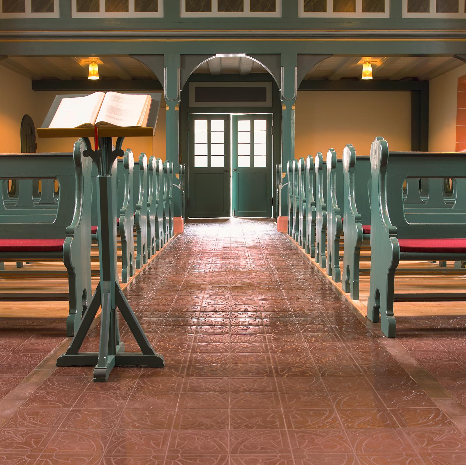 zementfliesen-terrazzofliesen-kreidefarbe-terrazzo-fugenlos-viaplatten-40234-kirche | 40234