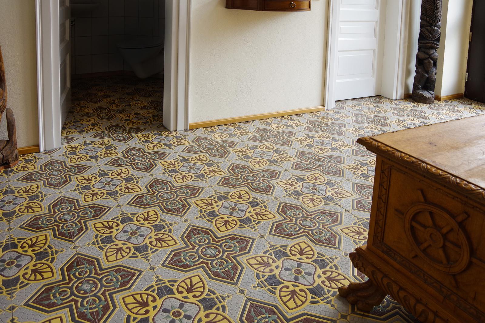zementmosaikplatten-nr.41071-flur-02-viaplatten |