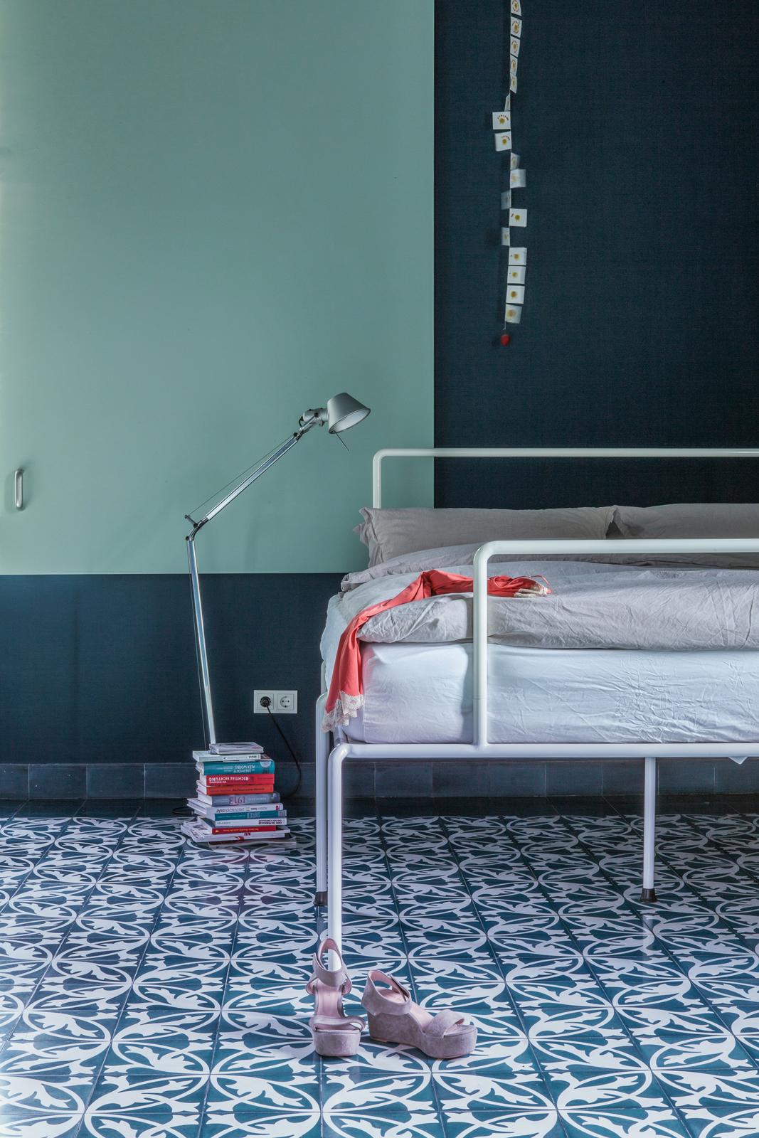 zementfliesen-terrazzofliesen-kreidefarbe-nordmeer-terrazzo-fugenlos-viaplatten-schlafzimmer | Kreidefarbe Nordmeer 60 ml