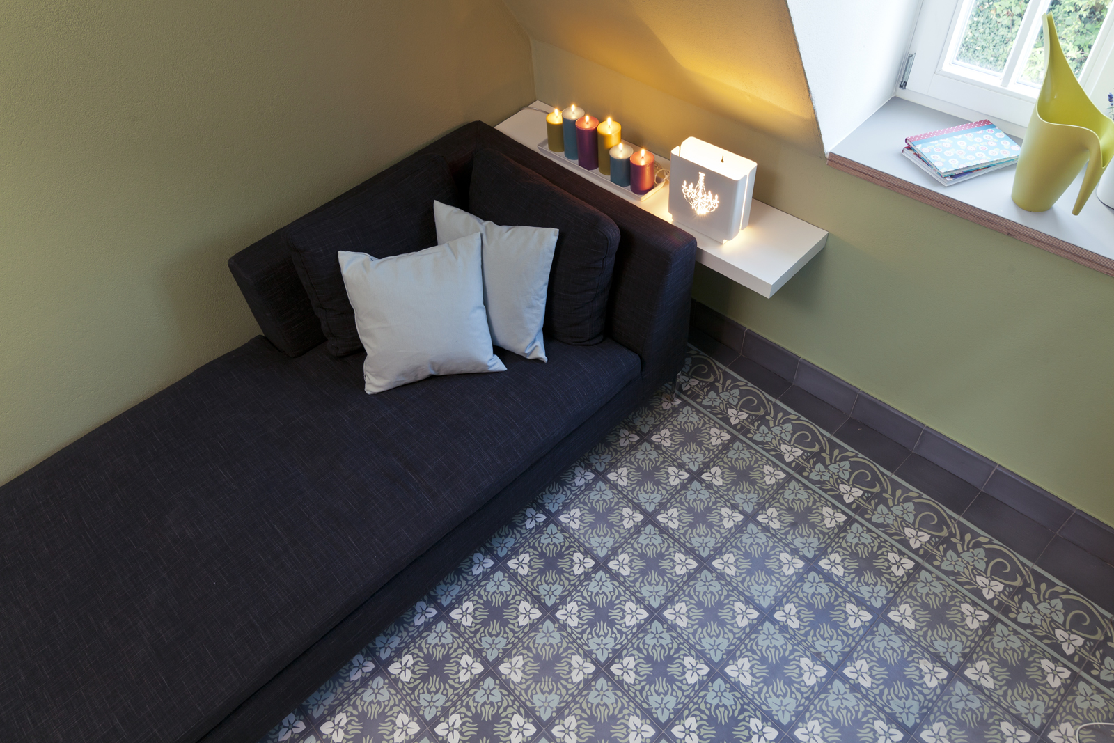 kreidefarbe-gruener-tee-107-sofazimmer-zementfliesen-terrazzofliesen-viaplatten | Kreidefarbe Grüner Tee 2500 ml