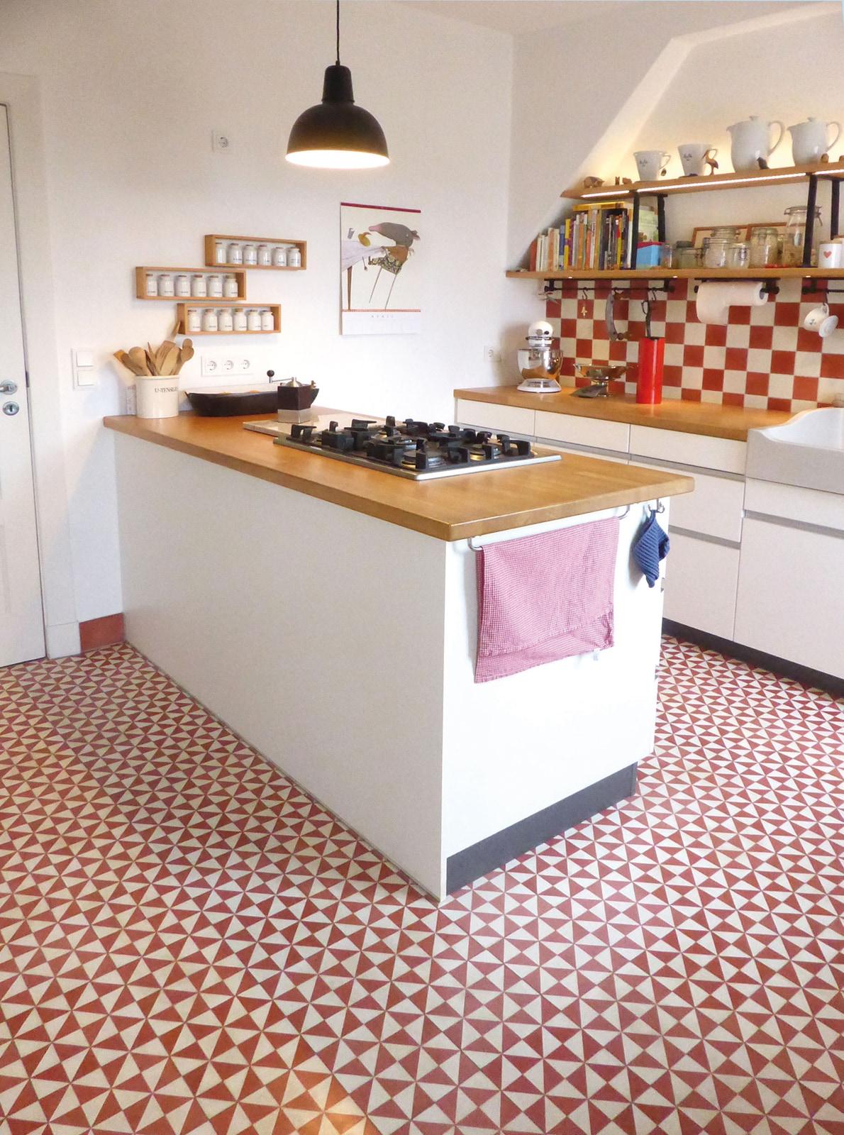 Zementfliesen-küche-10432-Foto Uwe Tittel-via-gmbh | 10432