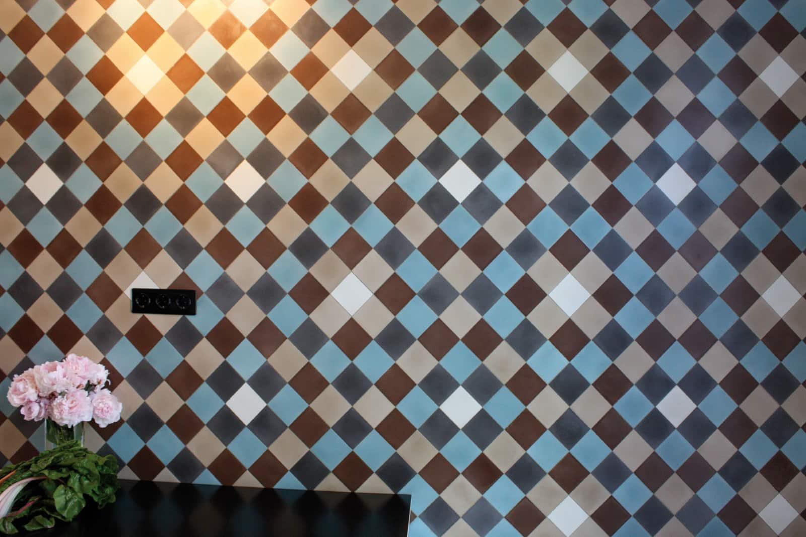 zementfliesen-terrazzofliesen-kreidefarbe-terrazzo-fugenlos-viaplatten-010-kuechenfliesen-muster | 001