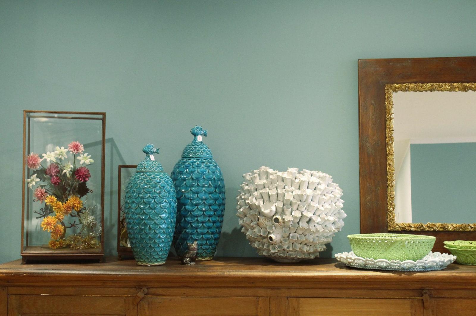 zementfliesen-terrazzofliesen-kreidefarbe-blauer-salon-terrazzo-fugenlos-viaplatten-kommode | Kreidefarbe Blauer Salon 2500 ml