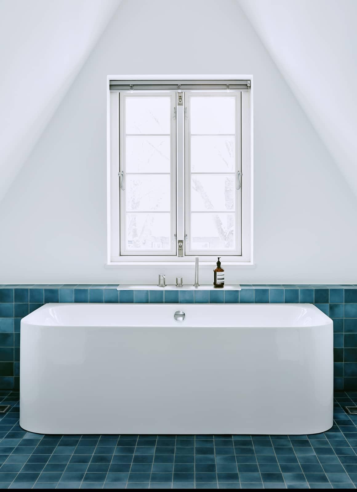 zementfliesen-terrazzofliesen-kreidefarbe-terrazzo-fugenlos-viaplatten-043-bad