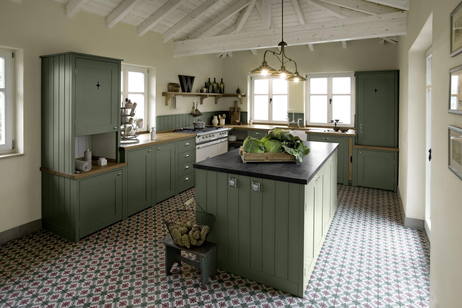 Shakerküche Woodworker mit VIA Zementfliese