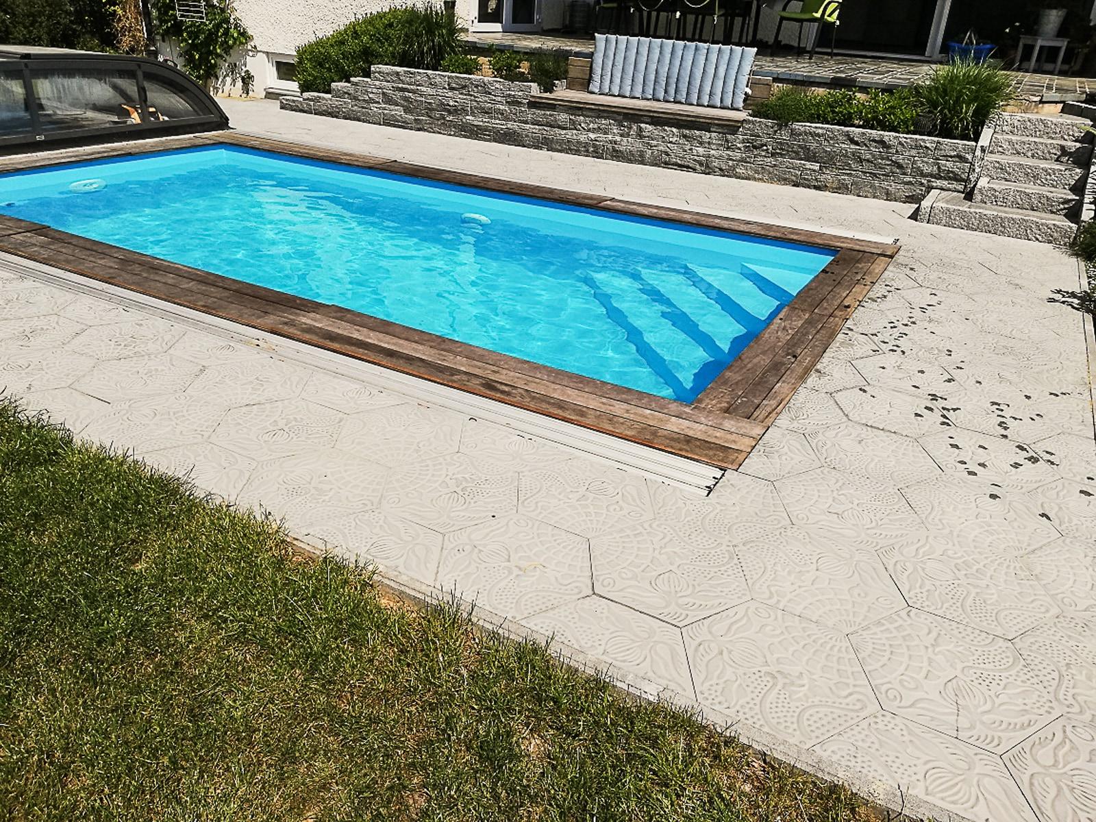 trottoirplatten-AP02-schwimmbad©buchner-via-viaplatten | AP02