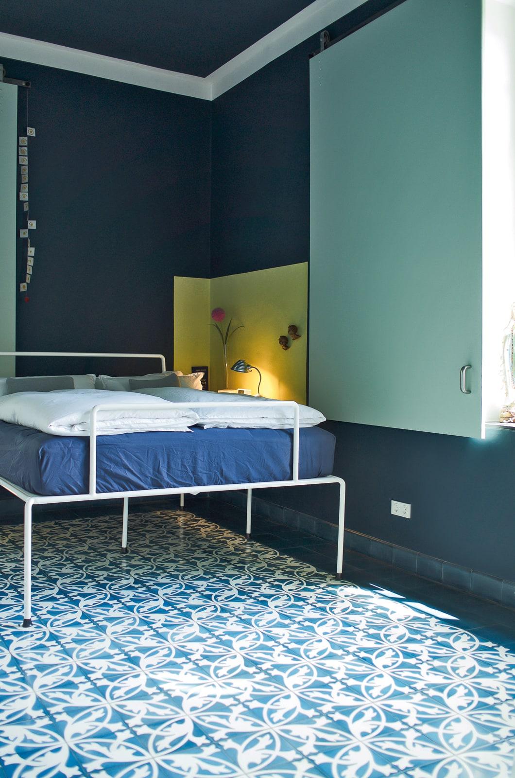 zementfliesen-terrazzofliesen-kreidefarbe-damastgruen-terrazzo-fugenlos-viaplatten-schlafzimmer-02 | Kreidefarbe Damastgrün 60 ml