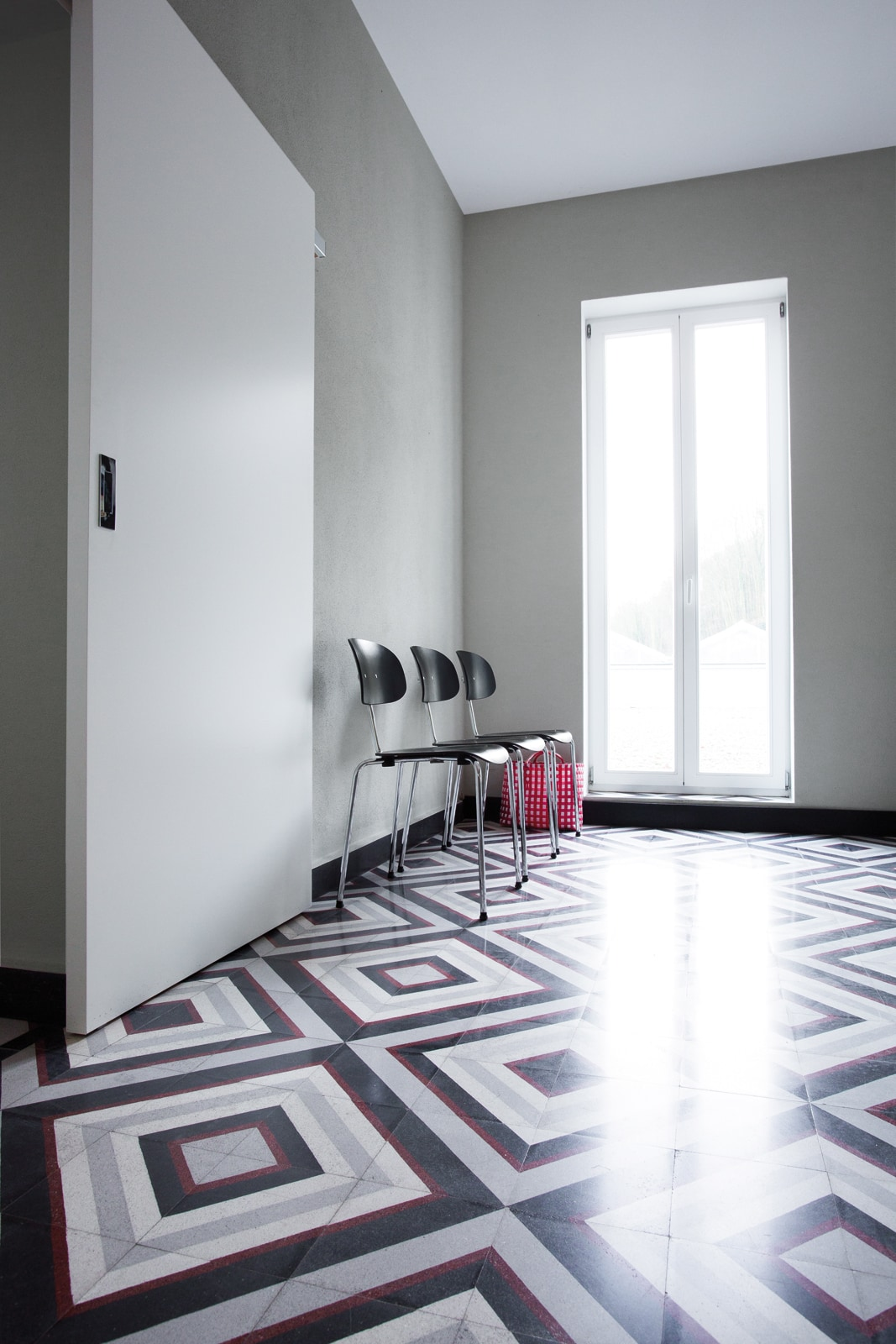 VIA-Kreidefarbe-610-Chateaugrau-Wand