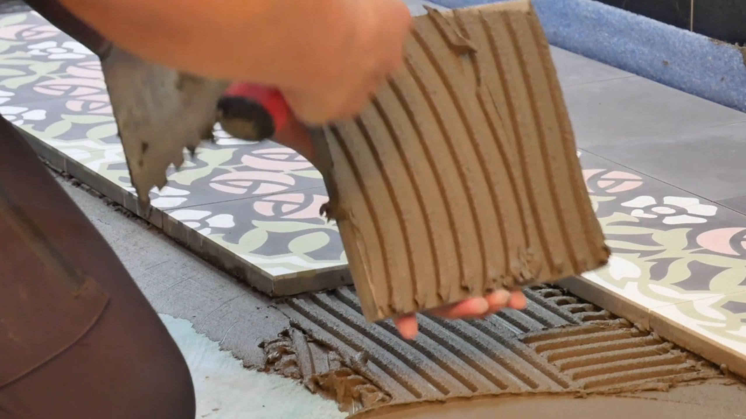 VIA  Platten werden geklebt