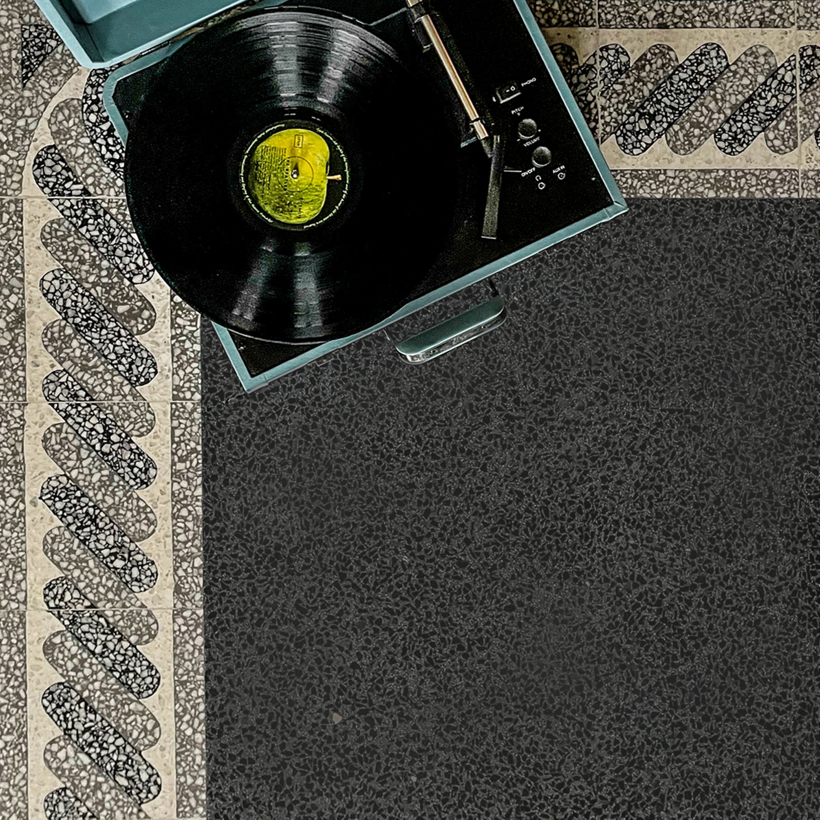 zementfliesen-terrazzofliesen-kreidefarbe-terrazzo-fugenlos-nr.T00552-viaplatten | N° T00552