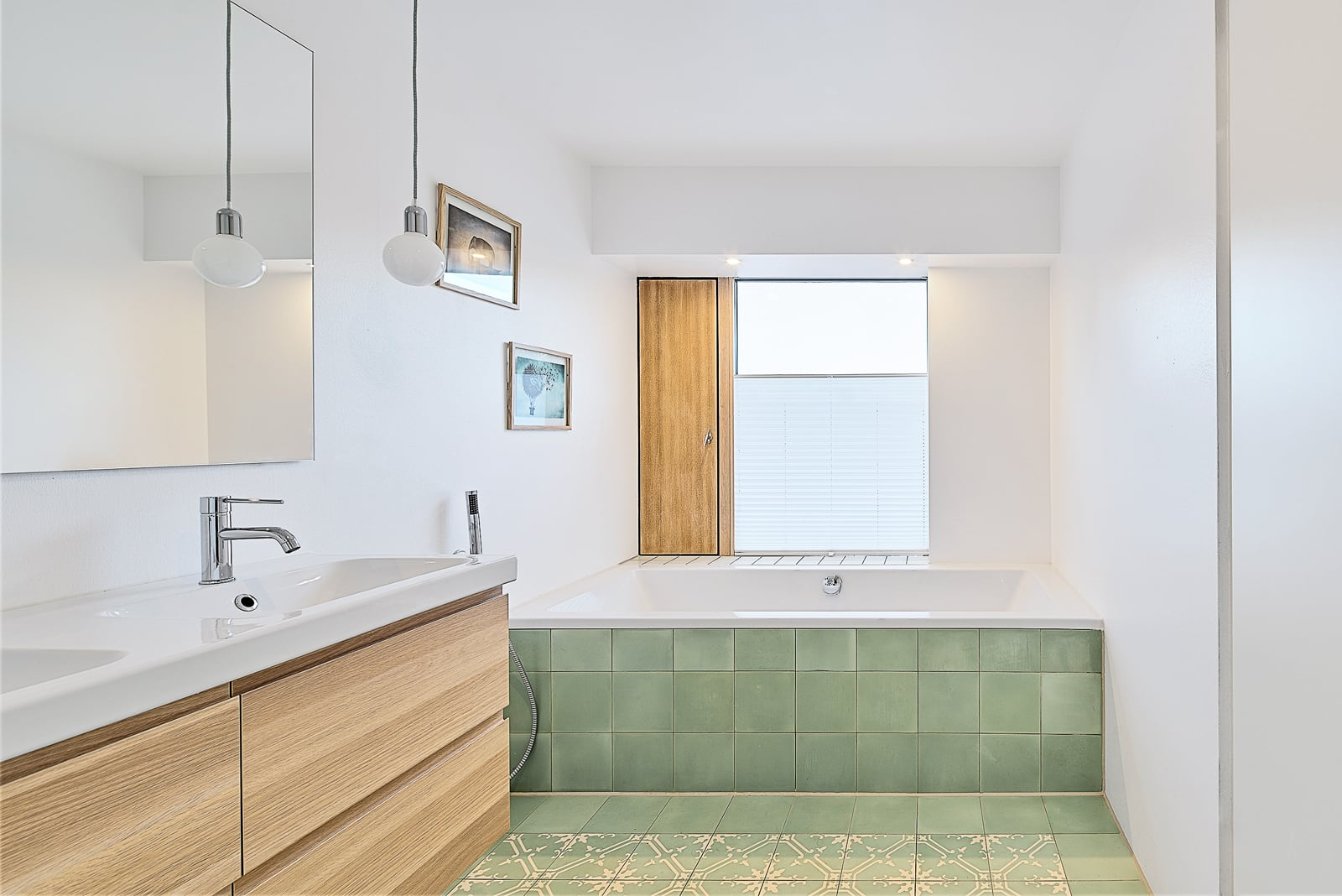 zementfliesen-terrazzofliesen-kreidefarbe-terrazzo-fugenlos-viaplatten-50-badewanne | 50