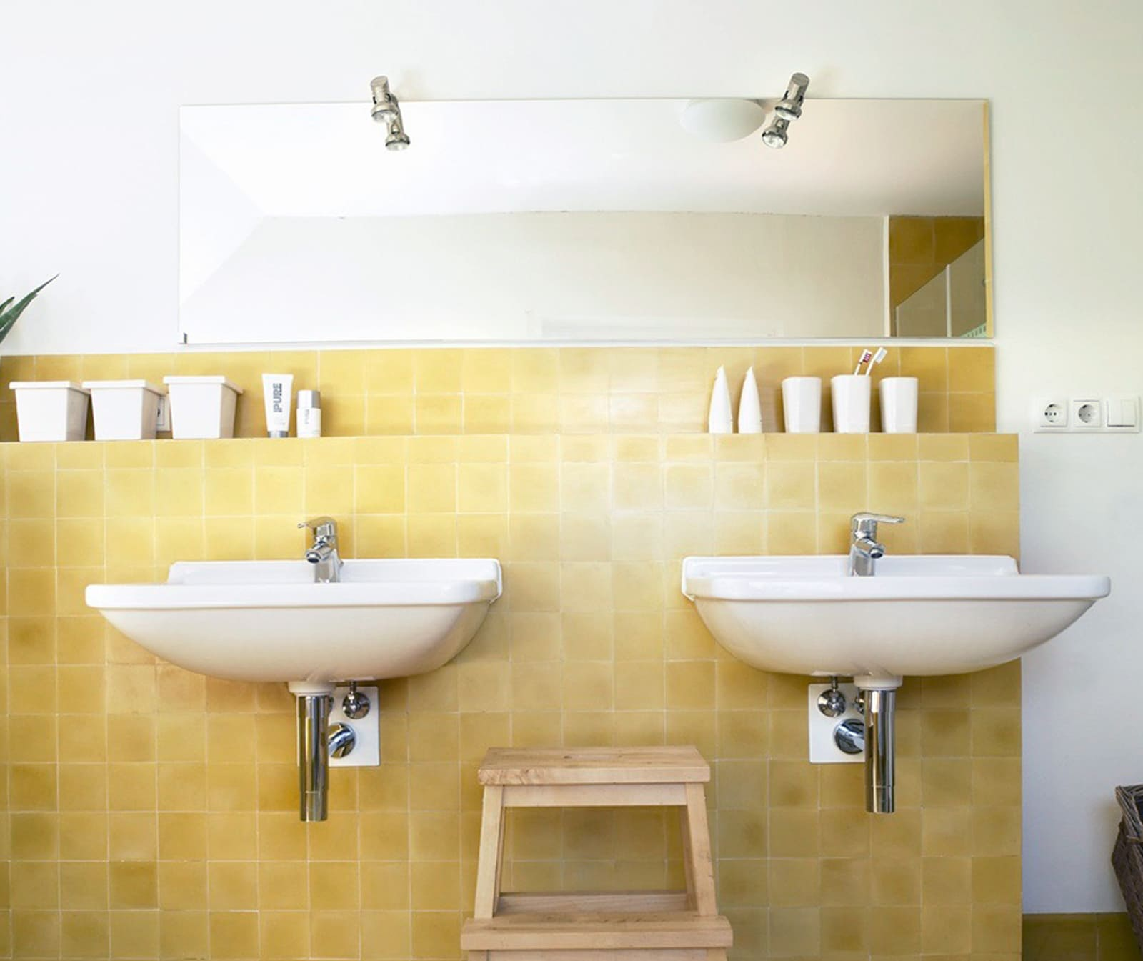 zementfliesen-terrazzofliesen-kreidefarbe-terrazzo-fugenlos-viaplatten-012-bad   012