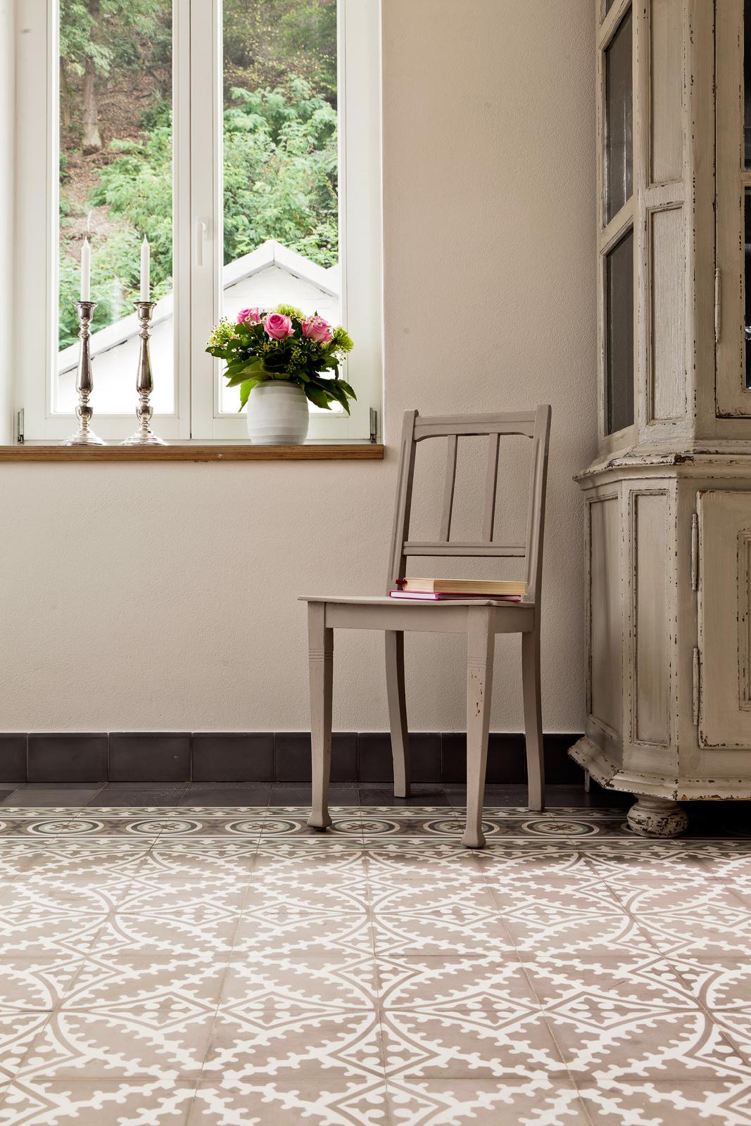 zementmosaikplatten-17354-salon-02-viaplatten | 17354