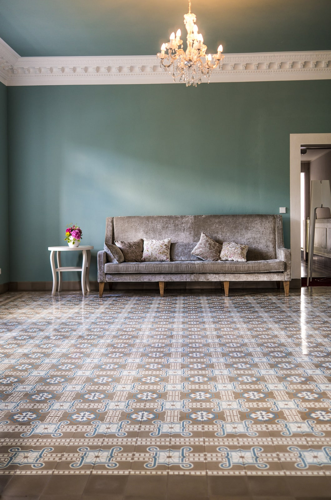 zementfliesen-terrazzofliesen-kreidefarbe-blauer-salon-308-terrazzo-fugenlos-viaplatten | Kreidefarbe Blauer Salon 2500 ml