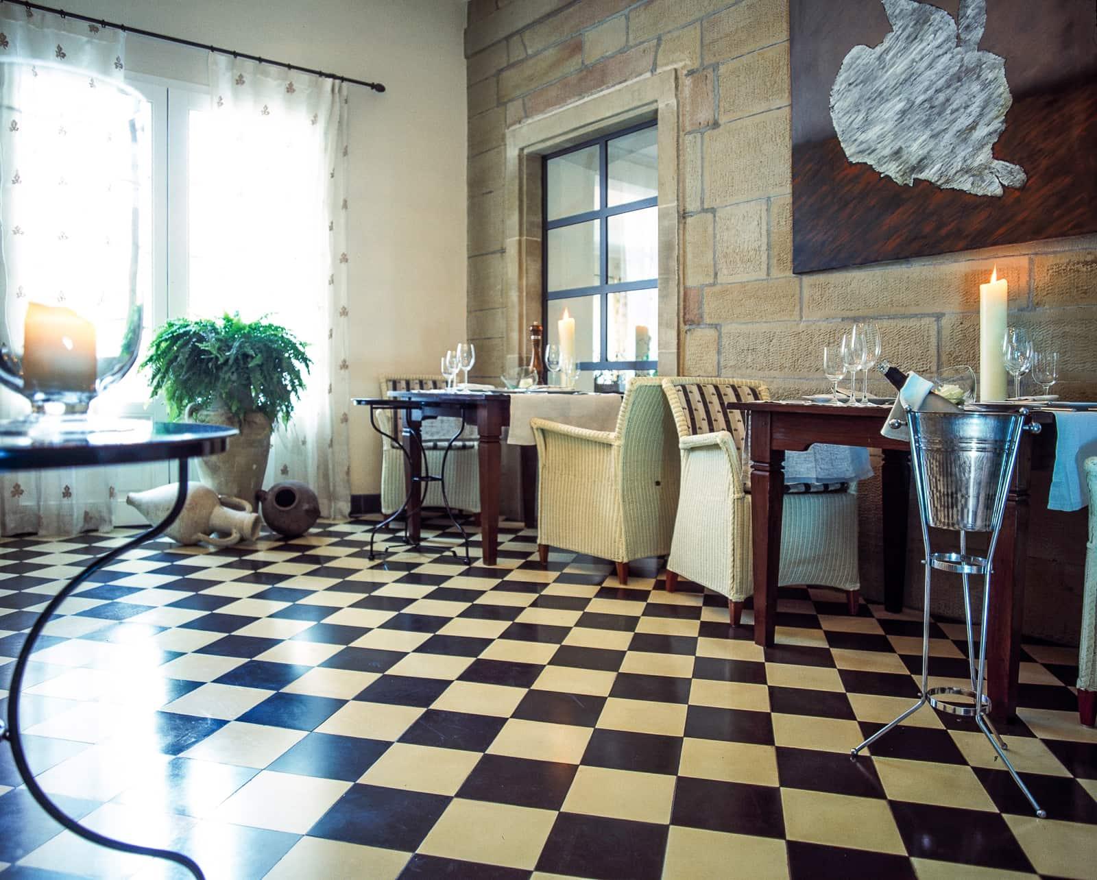 zementfliesen-terrazzofliesen-kreidefarbe-terrazzo-fugenlos-viaplatten-11-60-hotel   11