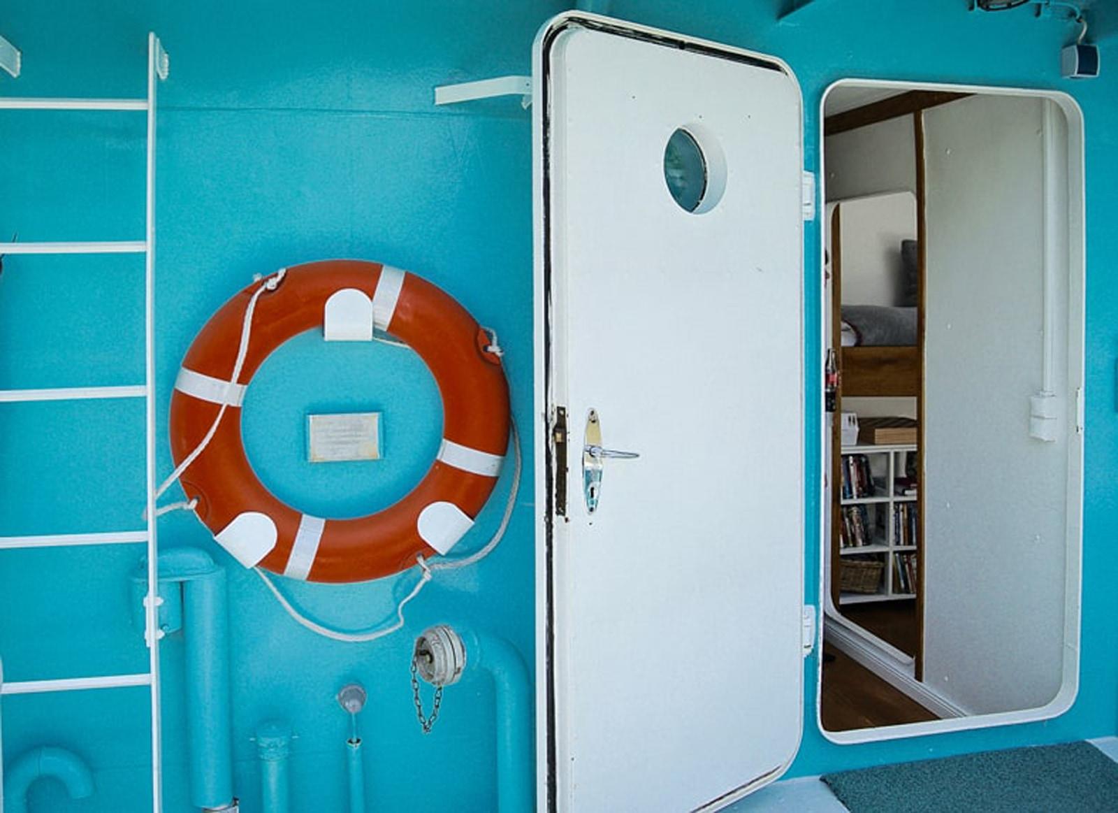 zementfliesen-bad©hausbootferien-elbe-viaplatten |