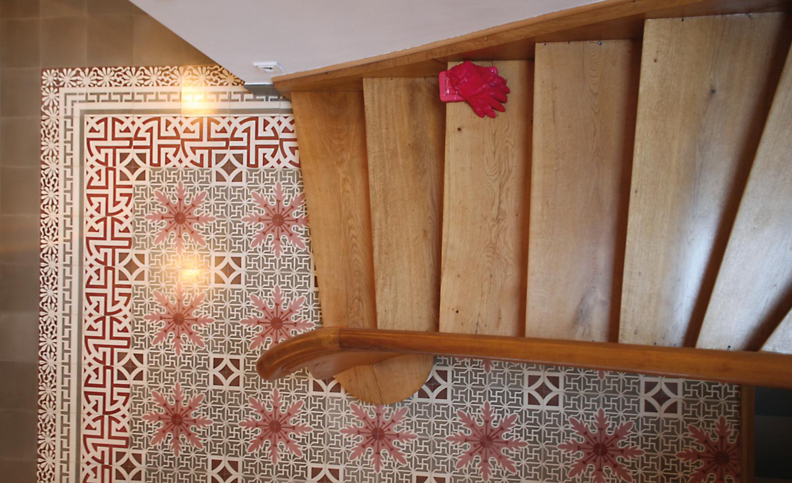 Zementmosaikplatten_nr.51072-flur-treppe-viaplatten | 51072