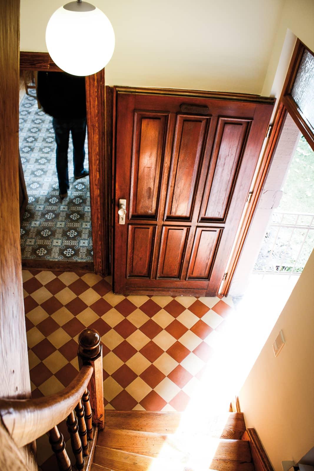 zementfliesen-terrazzofliesen-kreidefarbe-terrazzo-fugenlos-viaplatten-11-33-eingang | 33