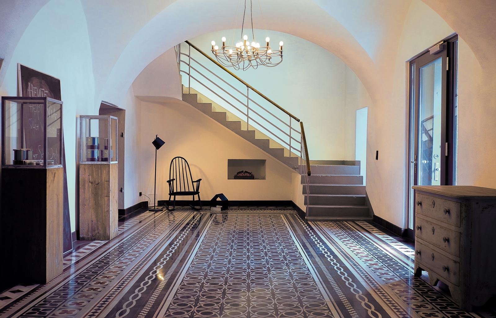 kreidefarbe-Wolkenweiß-112-Eingangshalle-zementfliesen-terrazzofliesen-viaplatten | Kreidefarbe Wolkenweiß 2500 ml