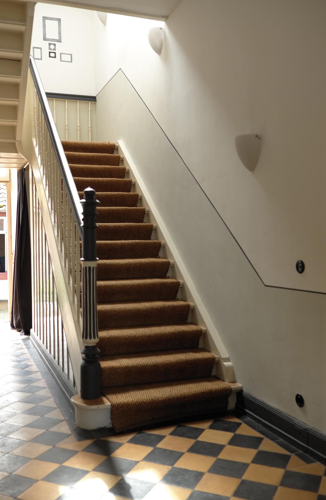 kreidefarbe-Wolkenweiß-112-treppenhaus-zementfliesen-terrazzofliesen-viaplatten | Kreidefarbe Wolkenweiß 2500 ml
