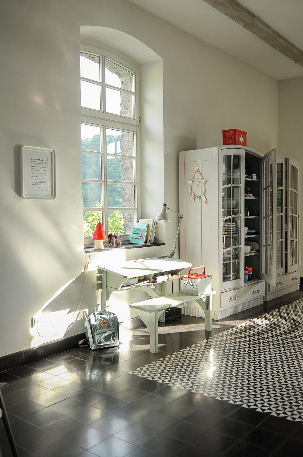 kreidefarbe-Silberpappel-106-schulbank-zementfliesen-terrazzofliesen-viaplatten | Kreidefarbe Silberpappel 60 ml