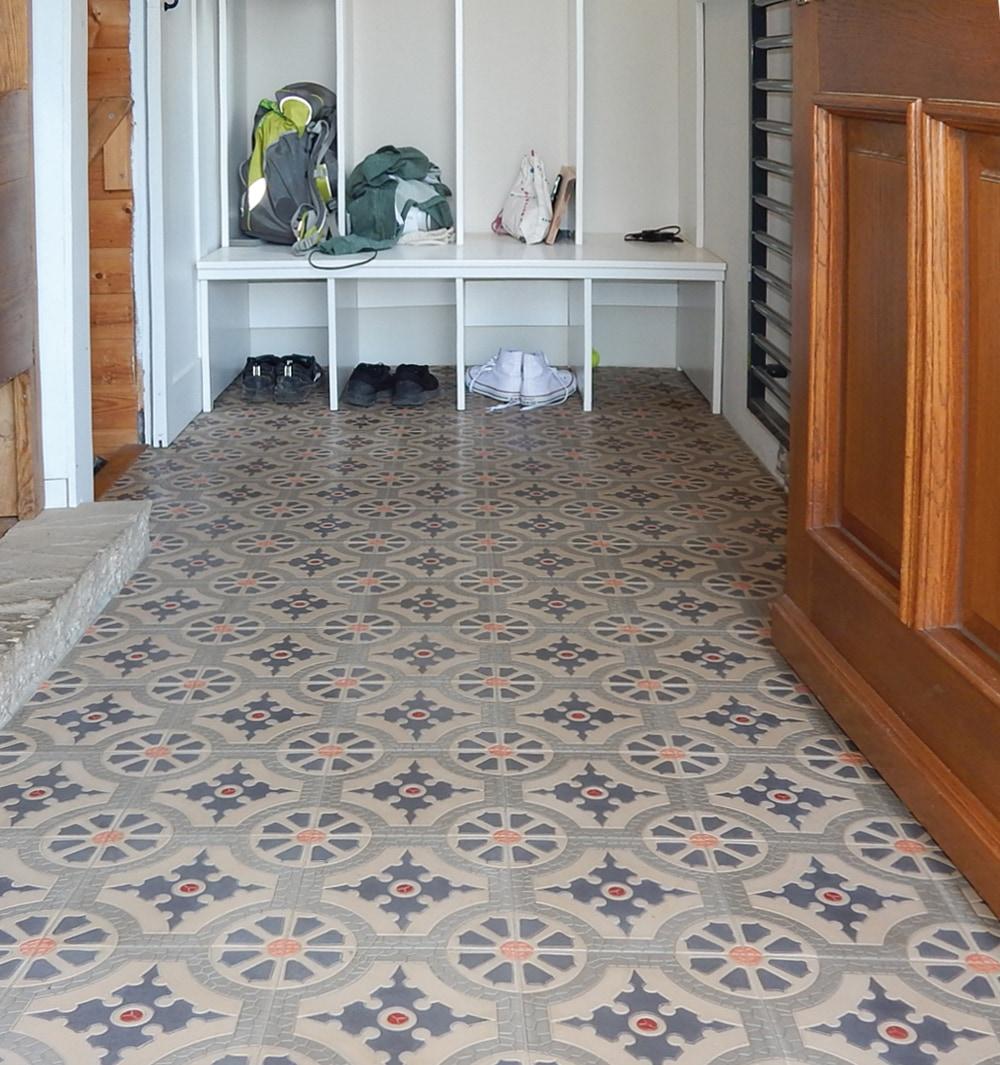 via_zementmosaikplatten_zementfliesen_zementplatten_terrazzoplatten_kreidefarben_nummer_41152_20x20cm_flur__steffen_sch_cher_09 | 41152