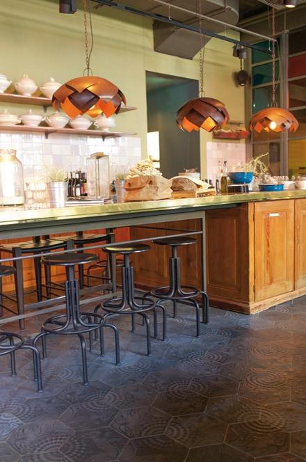zementfliesen-via_zemenmosaikplatten_gaudi_nummer60g_sechseck__28_5cm_k_che_restaurant_bar_neni