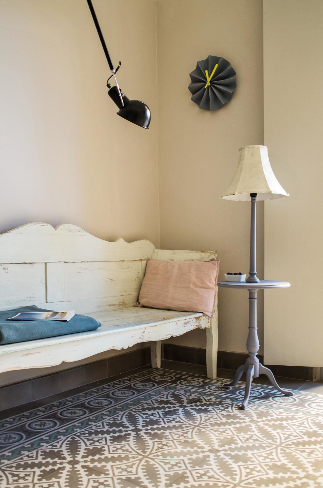 kreidefarbe-Edelweiss-111-holzbank-zementfliesen-terrazzofliesen-viaplatten | Kreidefarbe Edelweiß 2500 ml