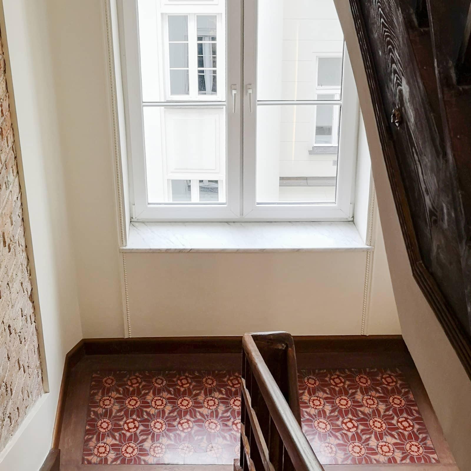 zementfliesen-terrazzofliesen-kreidefarbe-terrazzo-fugenlos-viaplatten-12133-studio-casciarri-treppenhaus-02 | 12133/150