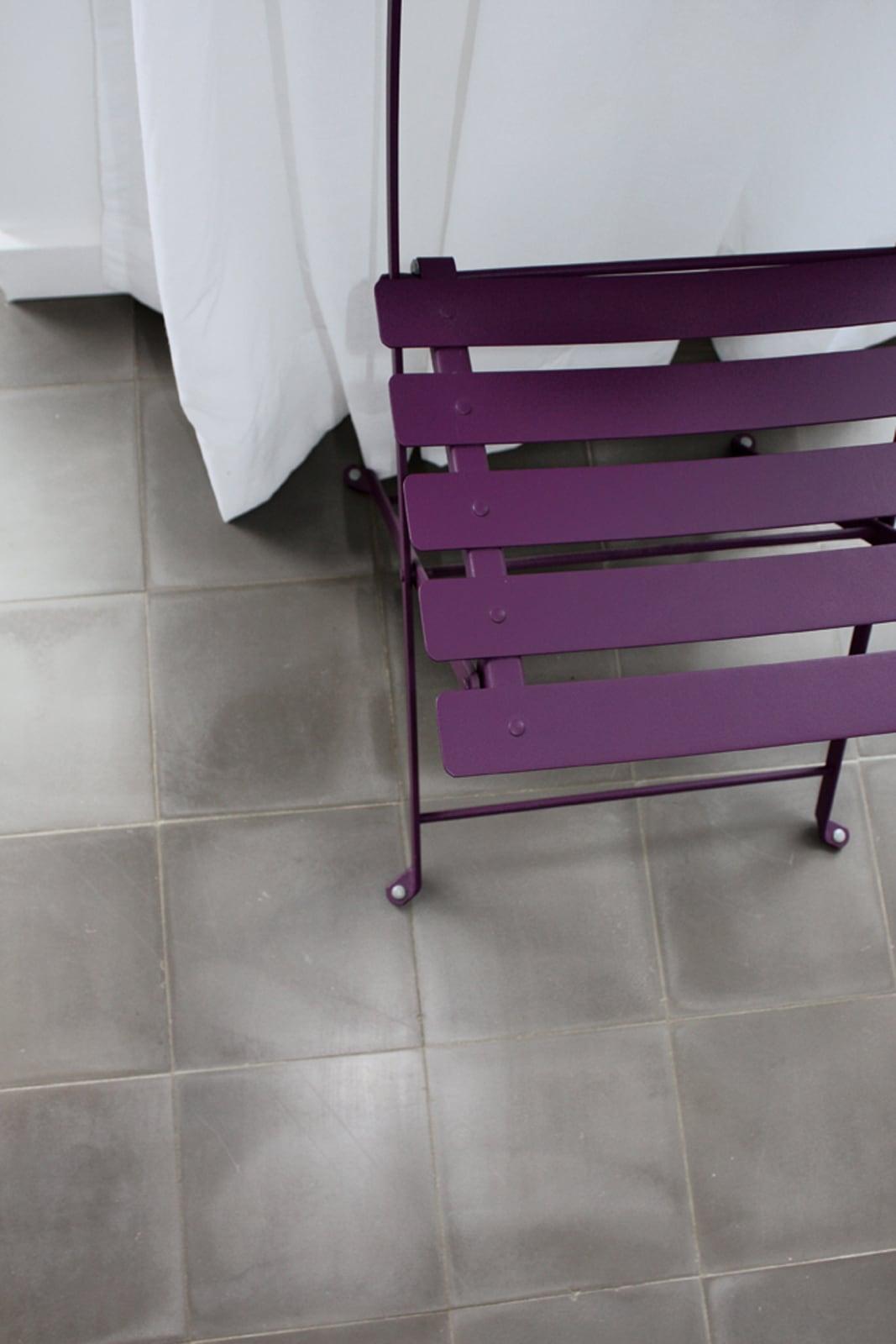 zementfliesen-terrazzofliesen-kreidefarbe-terrazzo-fugenlos-viaplatten-54-vorhang | 54
