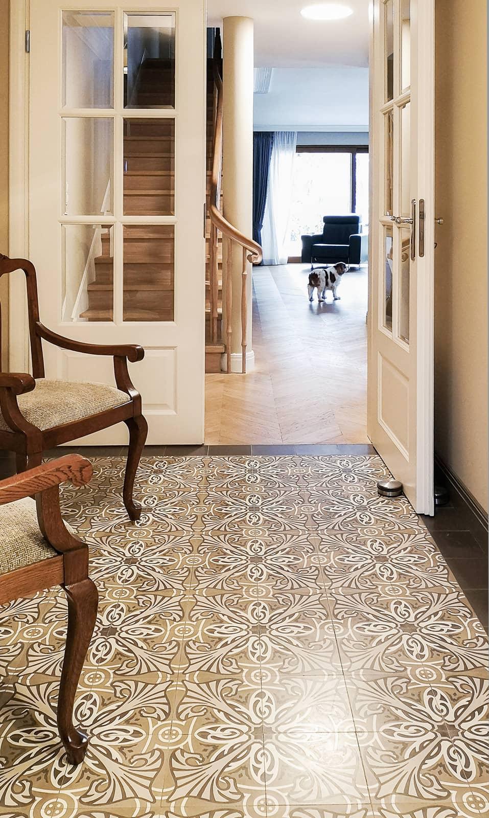zementfliesen-terrazzofliesen-kreidefarbe-terrazzo-fugenlos-viaplatten-51143-studio-casciarri-eingang | 51143