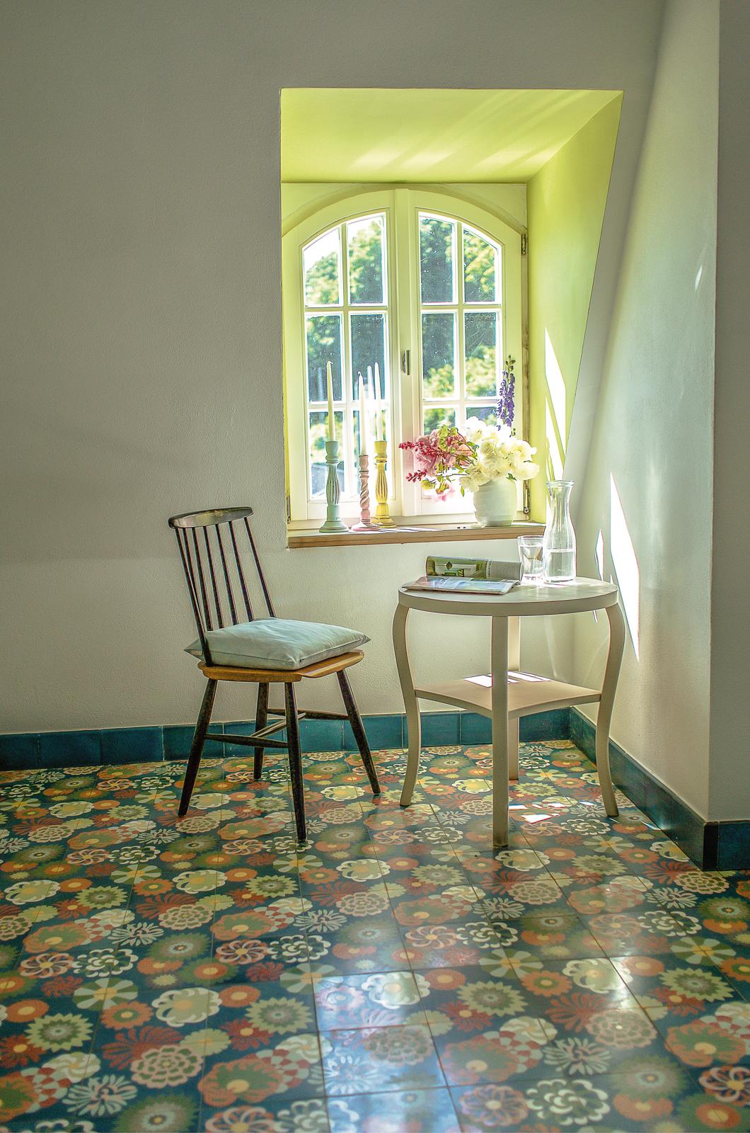 Zementmosaikplatten_nr.51078-blumenwiese-living-03-viaplatten | 51078