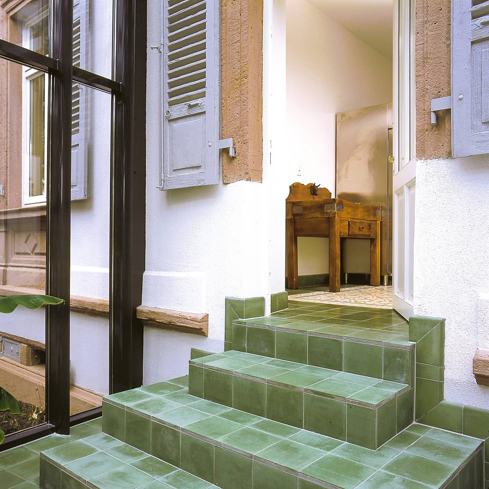 zementfliesen-terrazzofliesen-kreidefarbe-terrazzo-fugenlos-viaplatten-22-treppe | 22