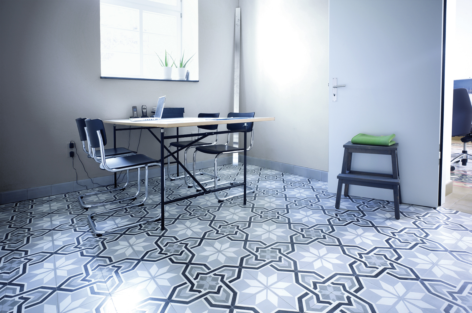 zementmosaikplatten-nummer-13252-buero-02-via-gmbh | 13252